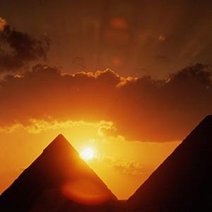pirámides-de-egipto-al-atardecer2